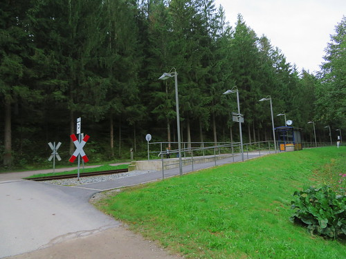 20170928 01 383 ostbay Wald EisenbahnHaltestelle Uhr Übergang Watzlsteg