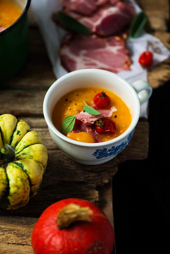 Тыквенный суп-пюре с шейкой «Касло»