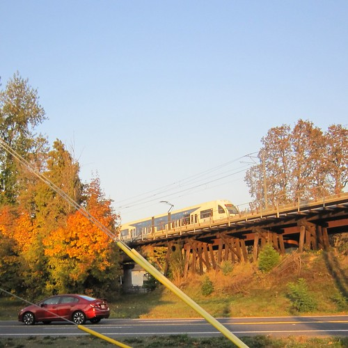A northbound train on the viaduct south of downtown Milwaukie