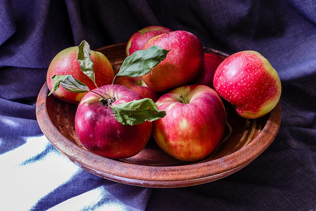 Homegrown red apples in, Canon EOS 600D, Canon EF-S 18-55mm f/3.5-5.6 III