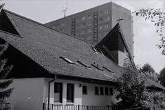 Kirche in Plattenbausiedlung