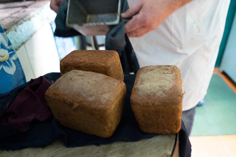 25_готовый-хлеб-из-печи_DSC04298-1