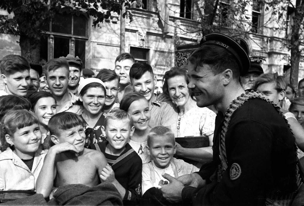 1943. В освобожденном Таганроге