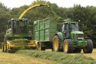 John Deere 7700 SPFH filling a Smyth Trailers Field Master Trailer drawn by a John Deere 7430 Tractor