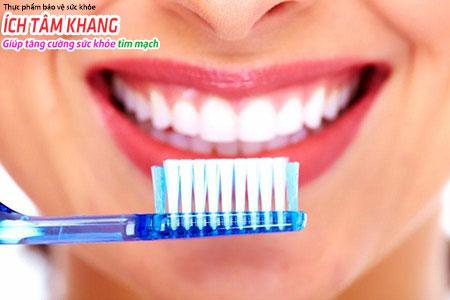 Vệ sinh răng miệng tốt để dự phòng viêm nội tâm mạc nhiễm khuẩn