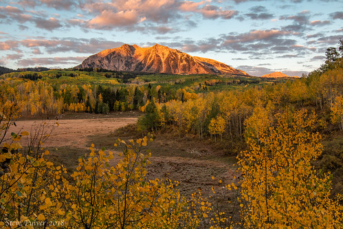 crestedbutte colorado keblerpass eastbeckwithmt mountain fall fallcolor aspen trees autumn sunrise landscape gunnison gunnisonnationalforest westelkwilderness fallphotography nature morning light fallfoliage clouds