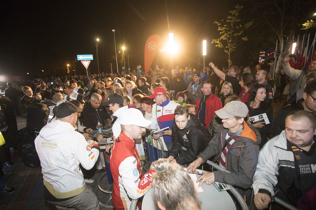 session autographe, autograph session during the 2018 European Rally Championship ERC Liepaja rally,  from october 12 to 14, at Liepaja, Lettonie - Photo Gregory Lenormand / DPPI