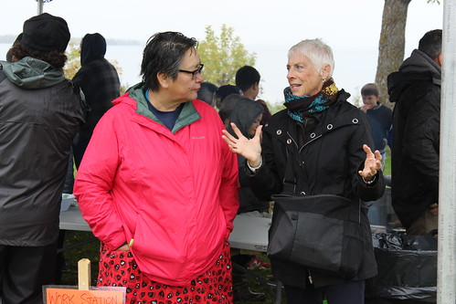 <p>Wabigoon First Nation's Donna Chief and George Brown College's Sandra Jackson talk at Fall Harvest</p>