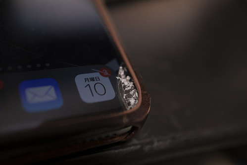 iPhone の液晶保護ガラスを割った