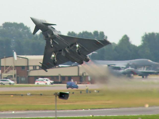 Eurofighter_Typhoon_take-off