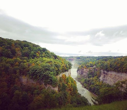 Looking south from Inspiration Point #letchworthstatepark #ilovenewyork #geneseeriver #waterfall #inspirationpoint