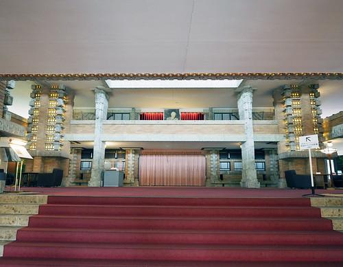 帝国ホテル中央玄関・ライトの写真