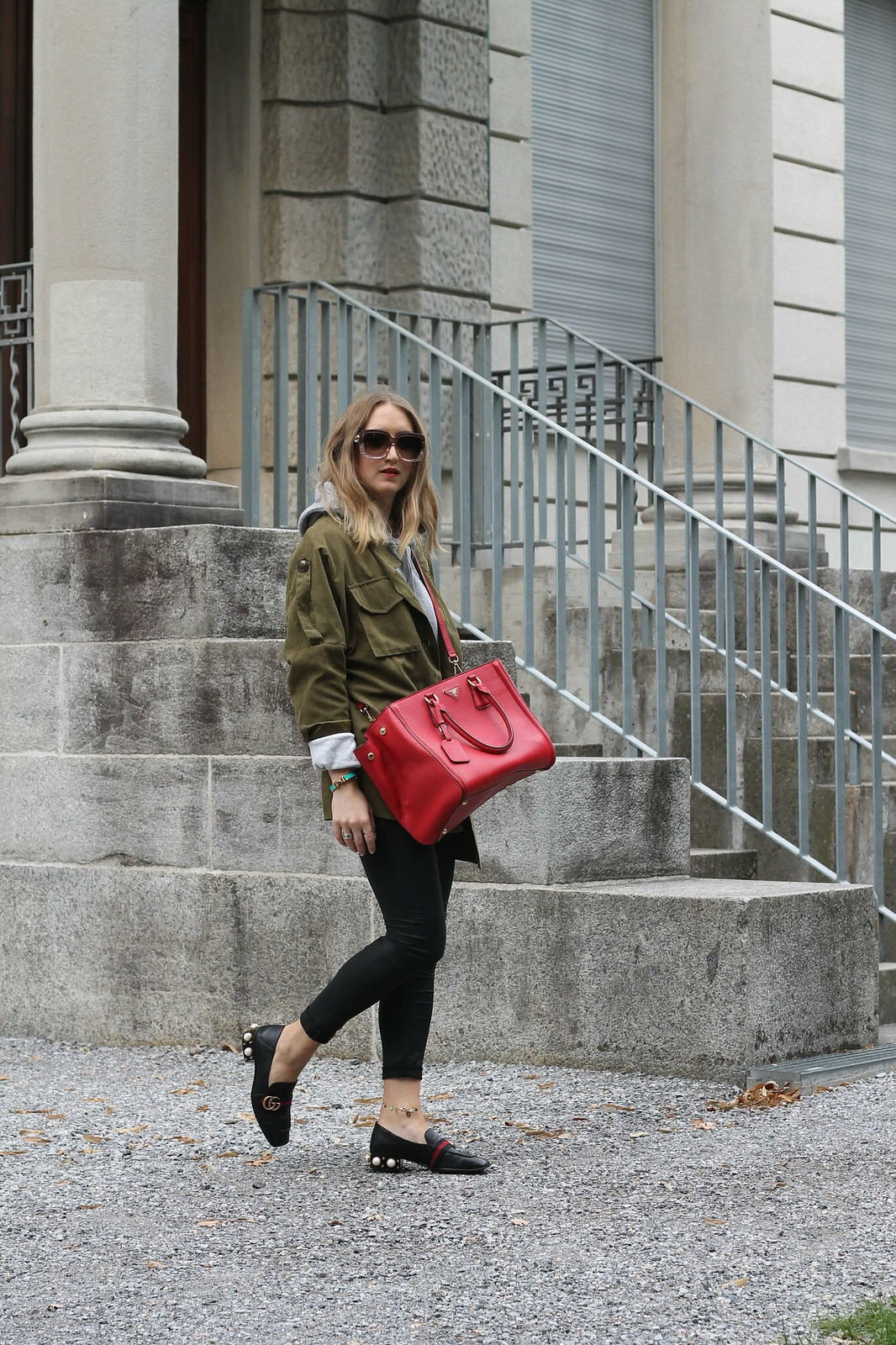 parka-and-prada-bag-side-whole-outfit-wiebkembg