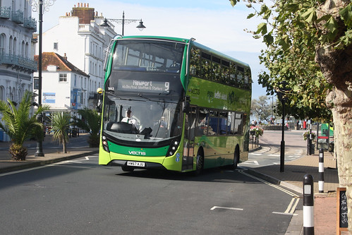 Go South Coast 1663 HW67AJU