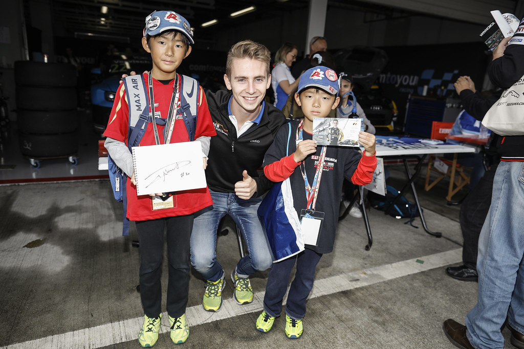 DUPONT Denis, (bel), Audi RS3 LMS TCR team Comtoyou Racing, portrait fan supporter during the 2018 FIA WTCR World Touring Car cup of Japan, at Suzuka from october 26 to 28 - Photo Francois Flamand / DPPI