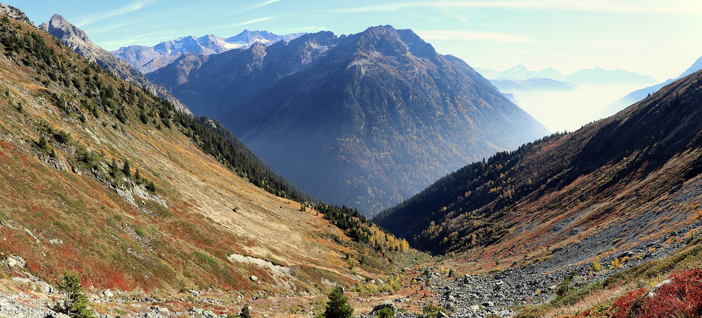 Panoramique sur les couleurs d'automne à la descente