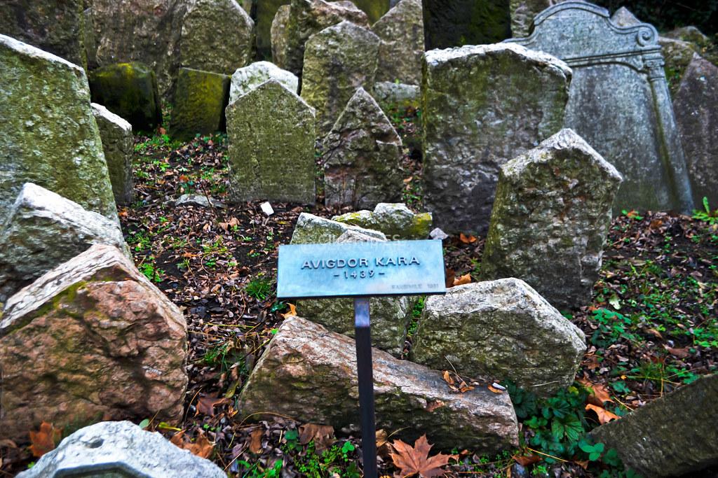 · La lápida más antigua del cementerio judío · Josefov ·