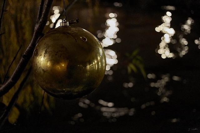 Strasbourg by night 9/14 - Une boule au bord de l'Ill