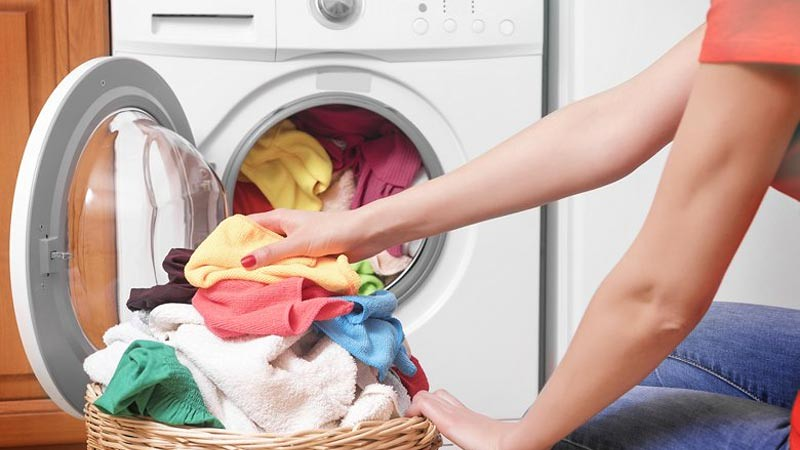 Sebelum membeli mesin cuci Anda perlu tentukan jenisnya, bukaan depan (front loader) atau bukaan atas (top loader).