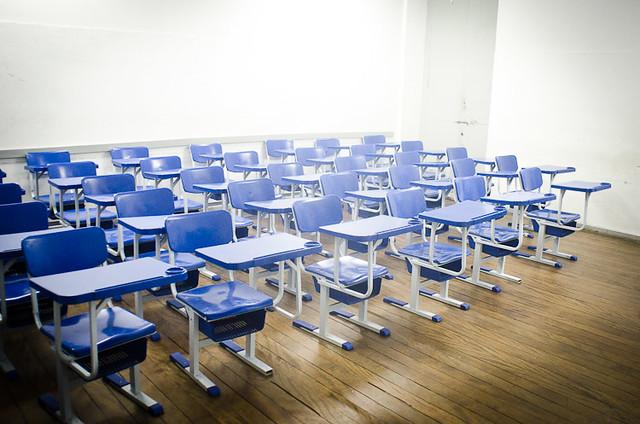 Educador aponta que medida afeta especialmente famílias de baixa renda - Créditos: Wikicommons