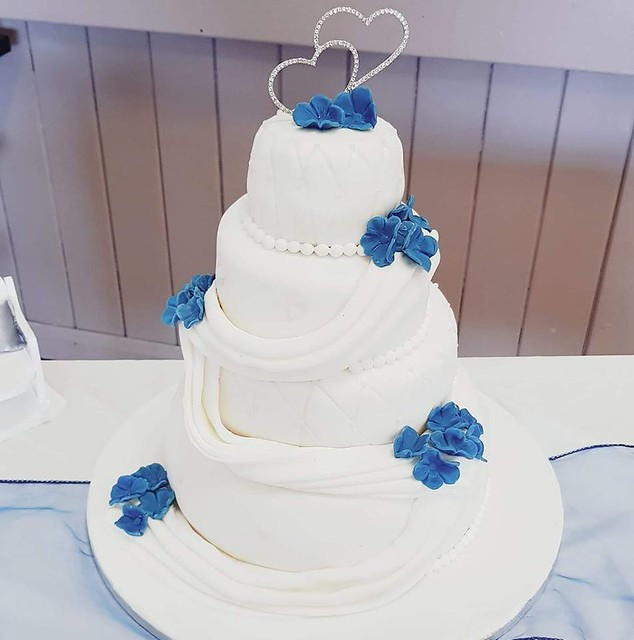 Cake by Danielle's Cupcake Heaven