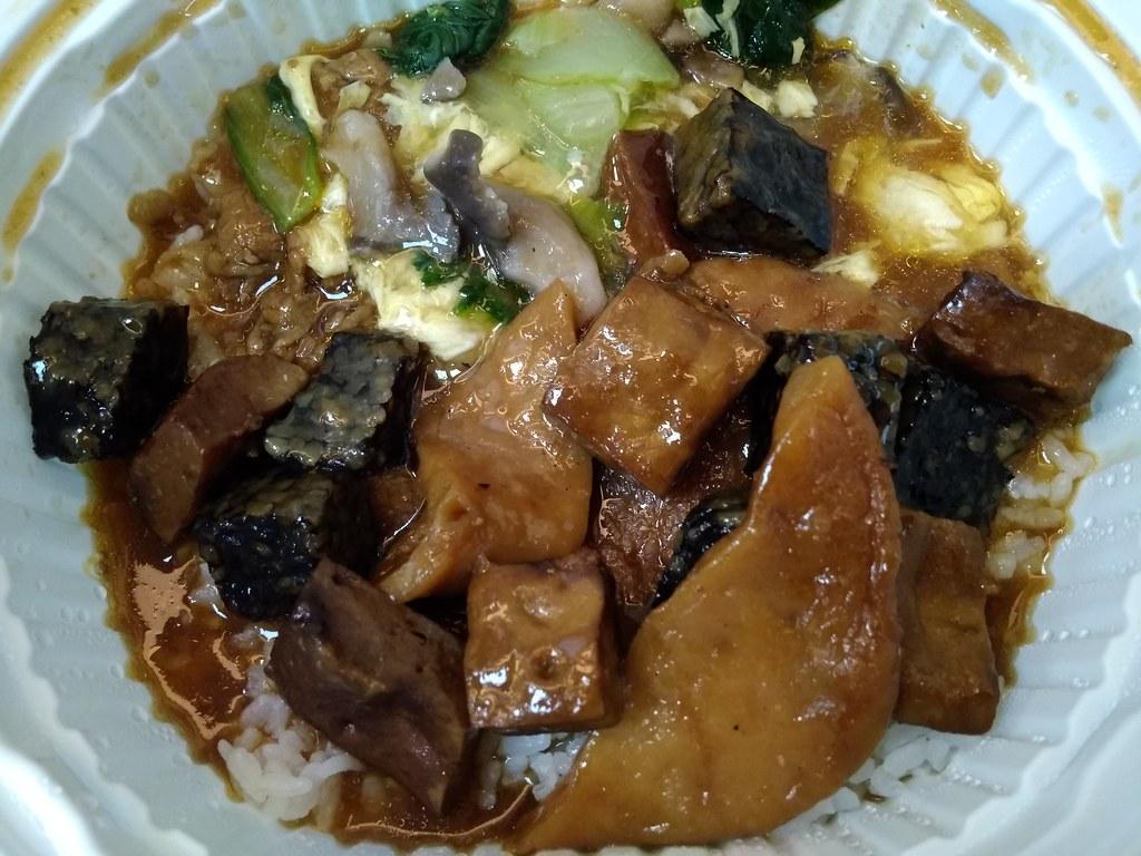 东山综合卤味+滑蛋牛肉烩饭