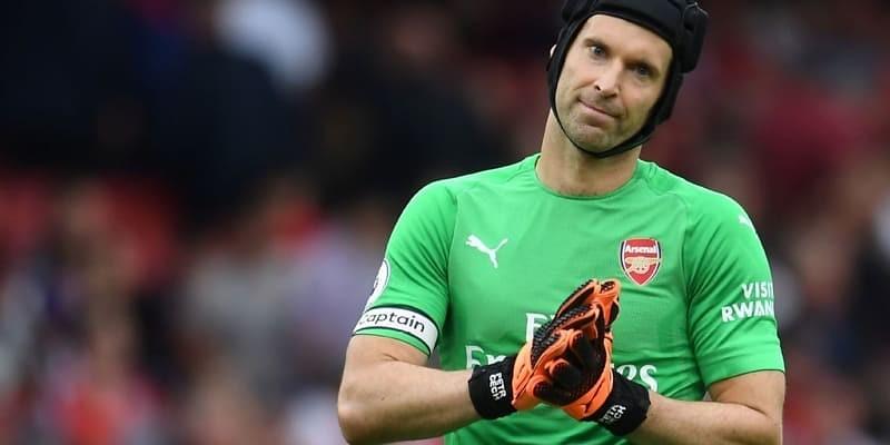 Cech mengungkapkan untuk pensiun pada akhir musim