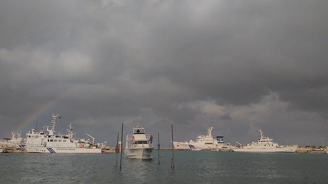 念願叶わず。船台に乗り込むときには既に虹がほぼ消えてました。