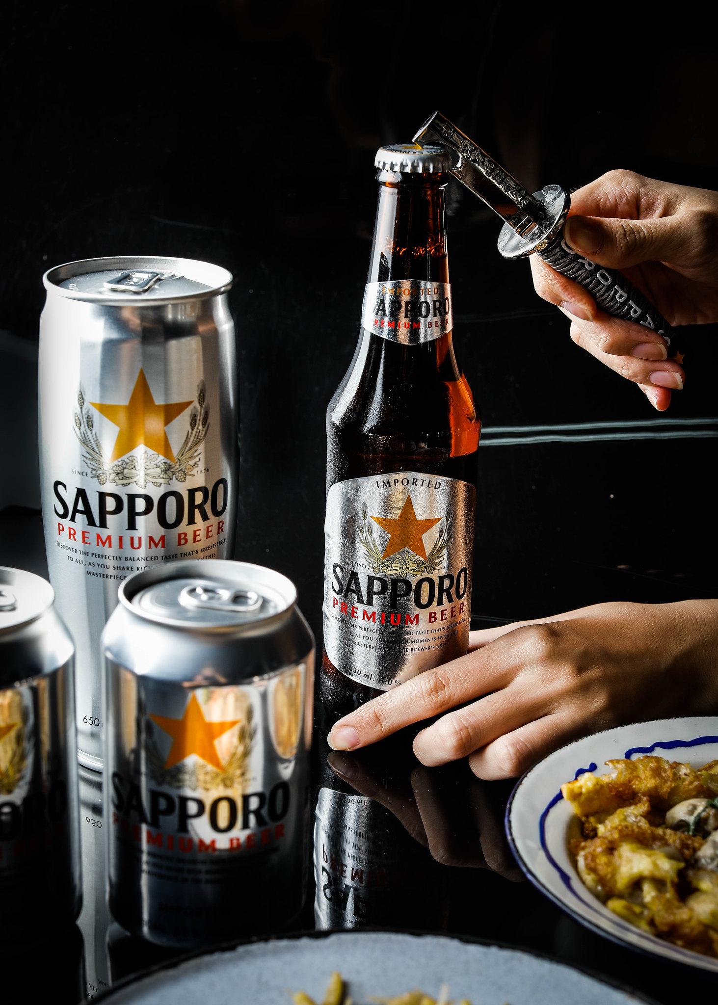 Opening Sapporo Premium beer