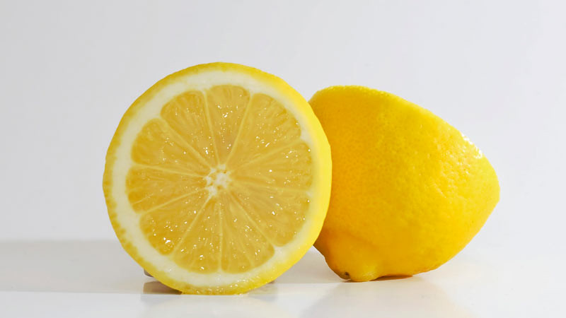 Sebuah lemon dapat membersihkan microwave.