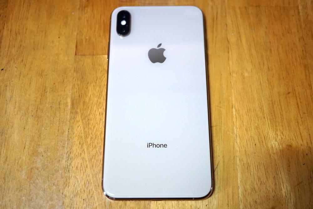 iPhoneXS Max ゴールドの背面