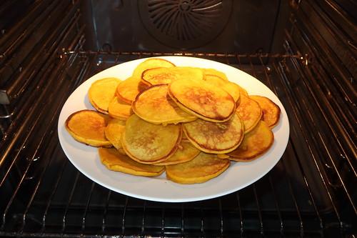 Kürbispfannkuchen (noch zum Warmhalten im Backofen)