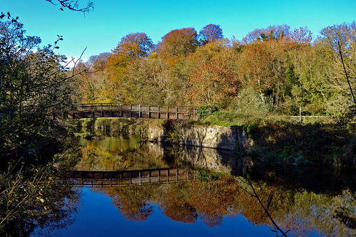 wooden wood bridge footbridge river lagan autumn colour color blue sky northern ireland