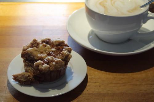 Walnuss-Apfel-Muffin zum Milchkaffee