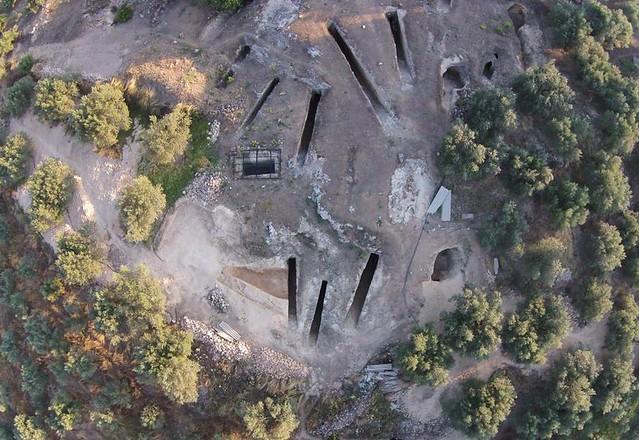 Αεροφωτογραφία του μυκηναϊκού νεκροταφείου στα Αηδόνια.