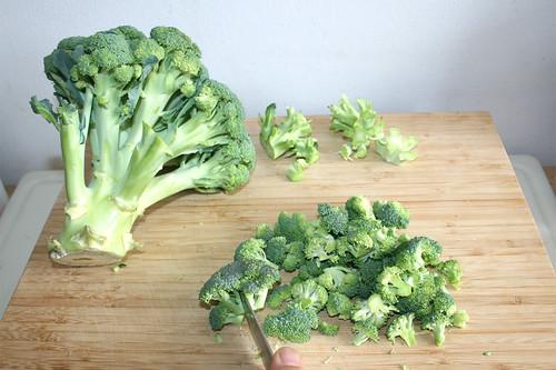 07 - Brokkoli in Röschen zerteilen / Divide broccoli in florets
