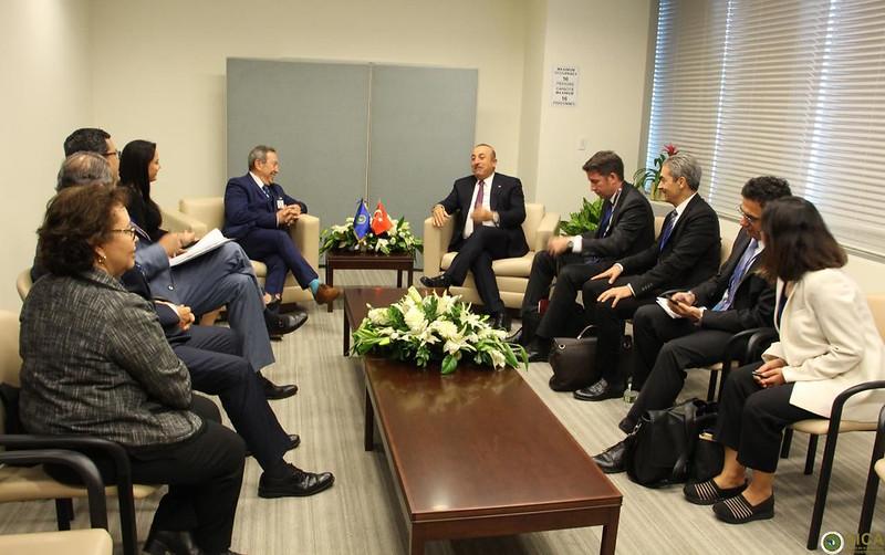 Secretario General del SICA, Vinicio Cerezo en reunión con el Ministro de Relaciones Exteriores de Turquía, Mevlut Cavusoglu