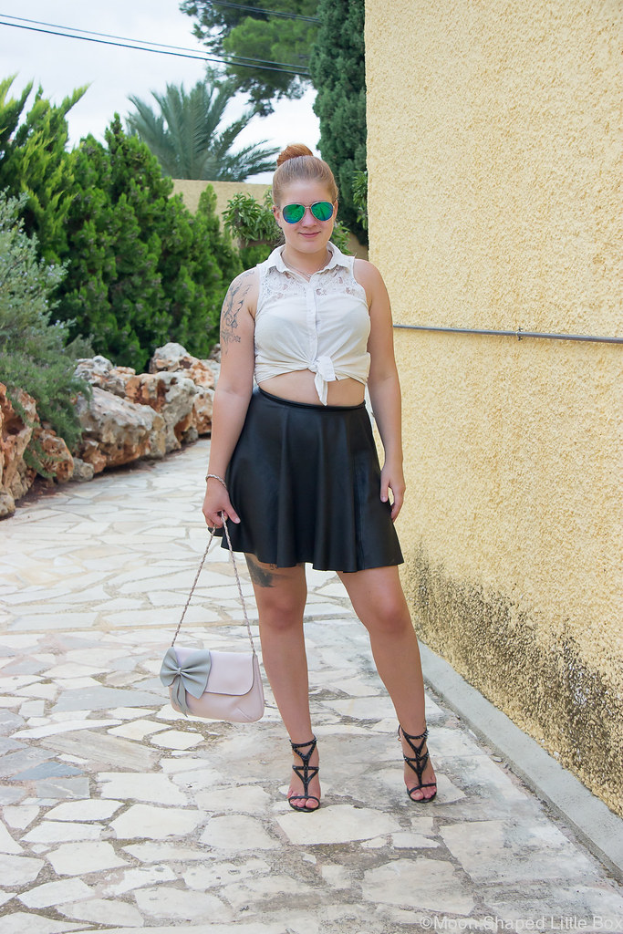 Outfit_Spain_altea_leatherskirt_white_shirt