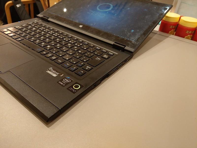 LAVIE Hybrid ZEROはディスプレイを思いっきり倒してもキーボード部は浮かない
