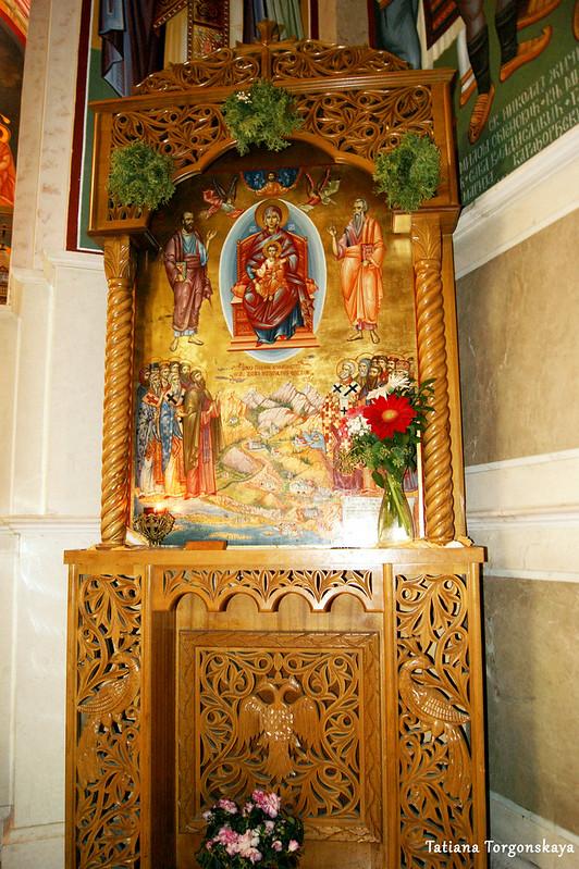 Икона в интерьере собора