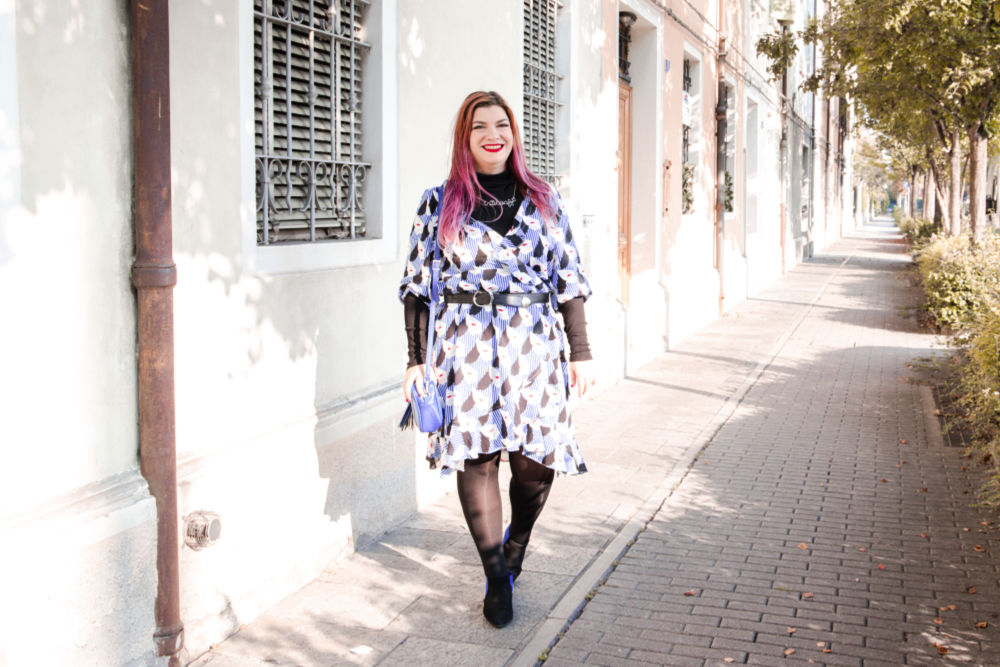 Outfit plus size curvy come indossare un capo estivo in autunno (8)