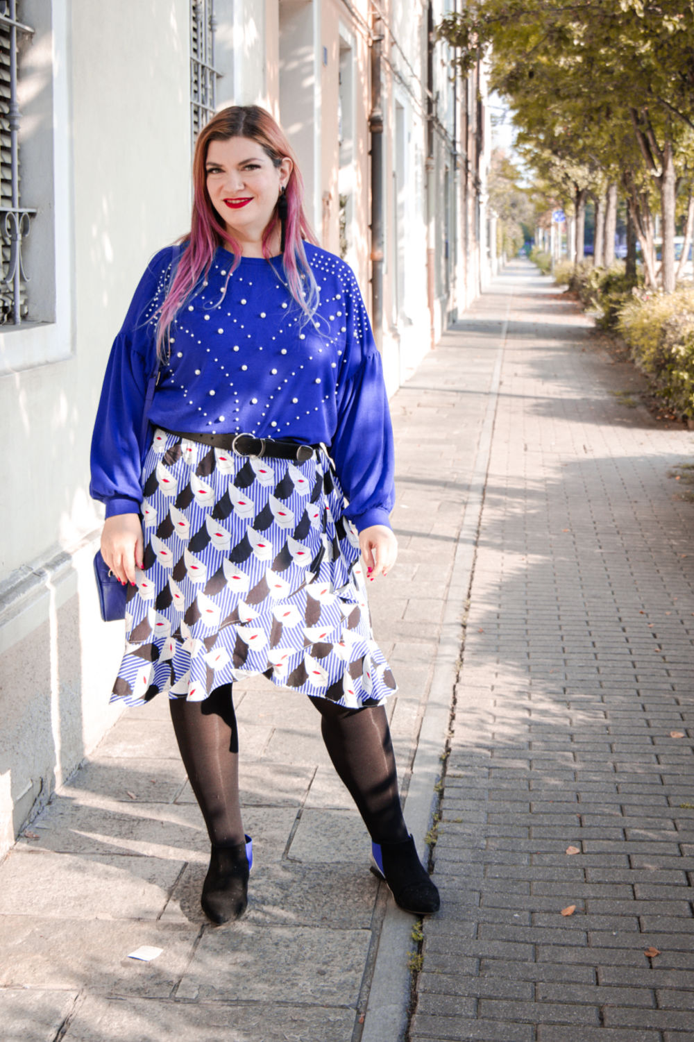 Outfit plus size curvy come indossare un capo estivo in autunno (1)