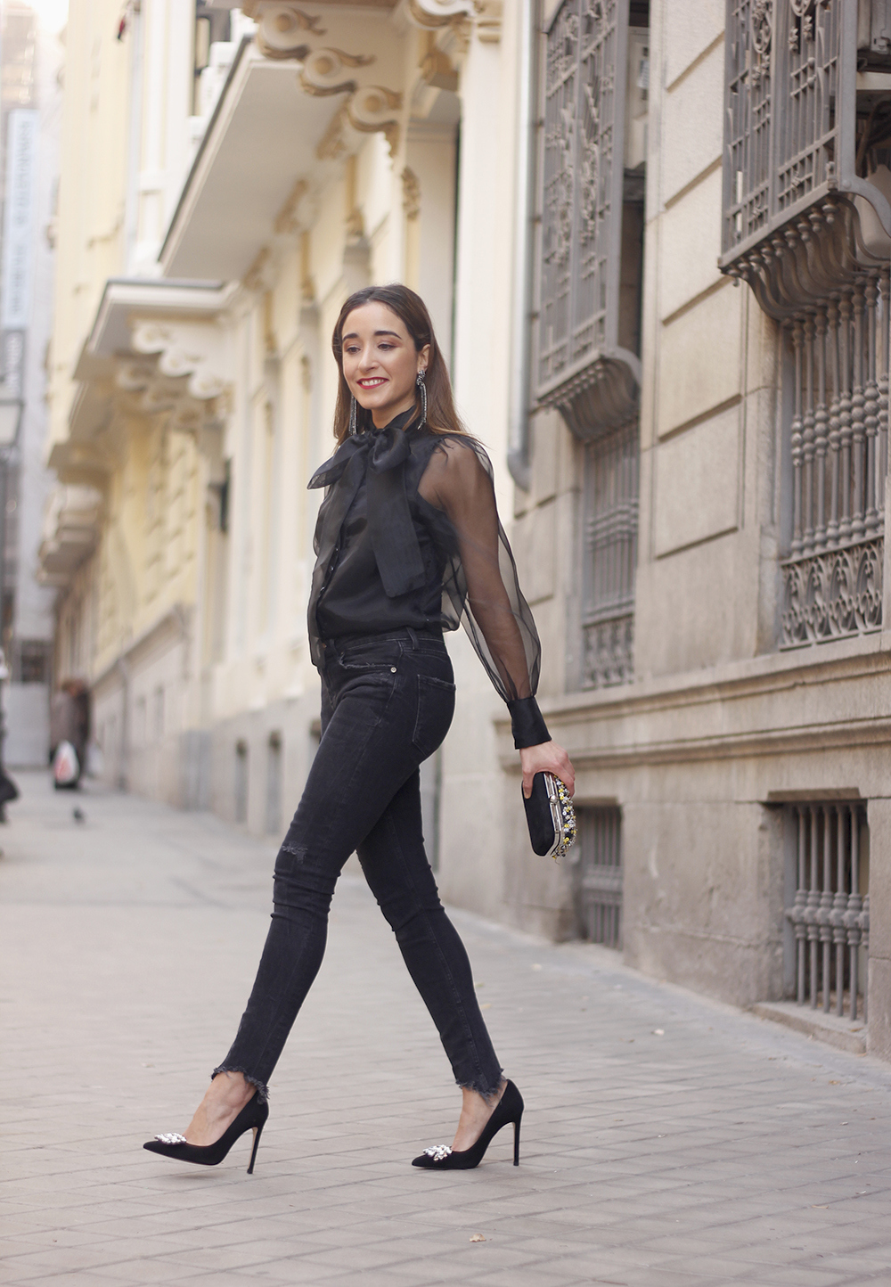 black shirt jeans christmas look fashion street style xmas 20188684