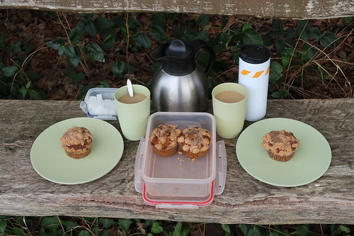 """Apfel-Kürbis-Muffin und Milchkaffee (bei Rast auf Fahrradtour """"Bauernhoftour"""" im Artland)"""