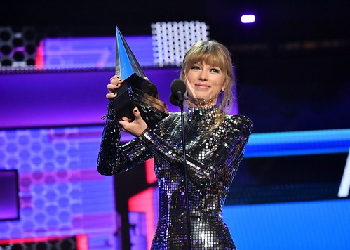 AMAs: 5 moments you missed, from XXXTentacion's win to T-Swift teasing new album
