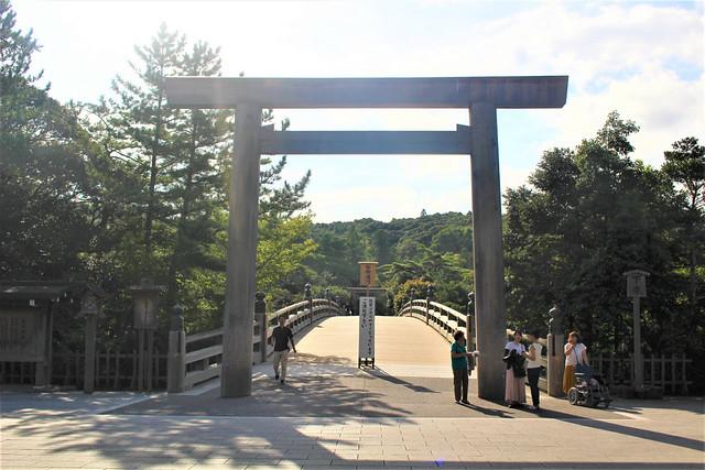 神聖な世界への入り口「宇治橋」