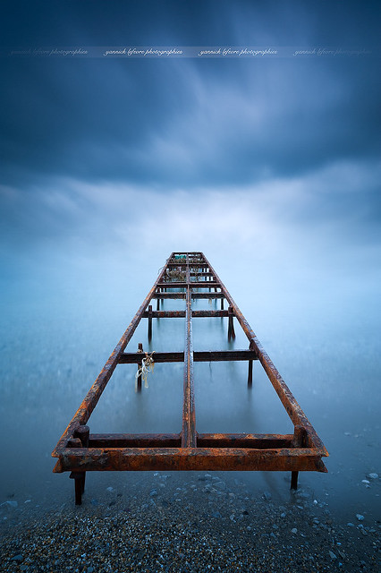 Minimalism perspective around a pier ( Santa Margherita de Liguria - Italy )