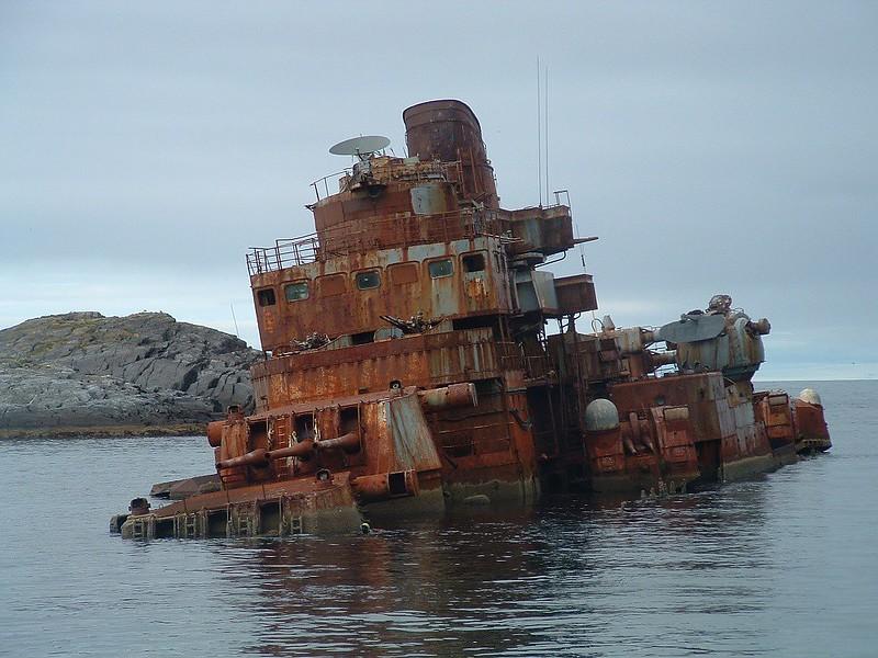 barco Murmansk abandonado