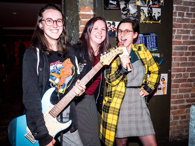 FANS: stylish band shot & on brand