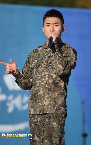 Taeyang Daesung Ground Forces Festival 2018-10-08 Day 3 (14)